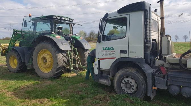 Action mit Laster und Traktor